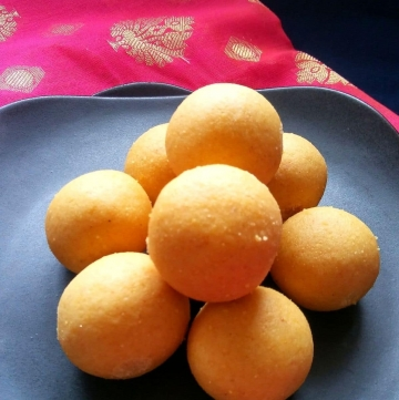 Yellow Moong Dal Ladoo Recipe | Moong Dal Ladoo