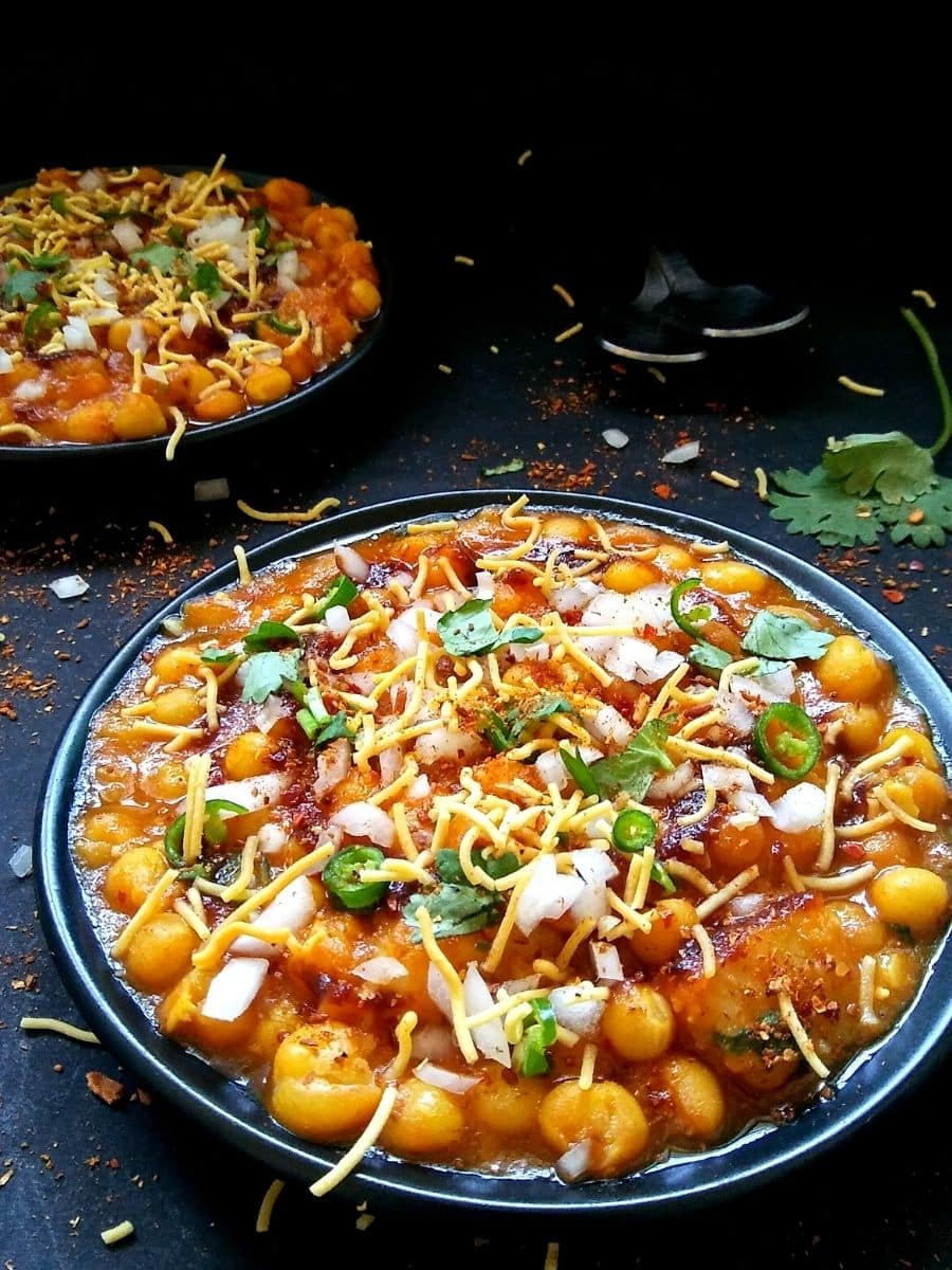 White peas chaat on two plates