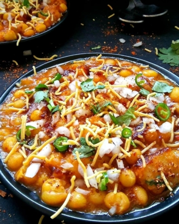 Matar chaat served in two plates
