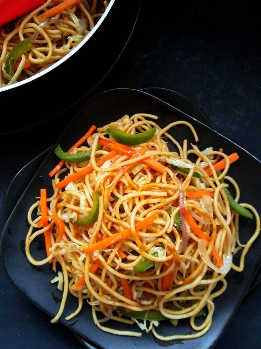 Veg chowmein served on plate